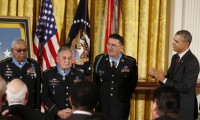 U.S. Army veterans Melvin Morris, Jose Rodela, and Santiago Erevia with President Obama
